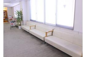 待合室はゆったりでき、アットホームな雰囲気の印象です。