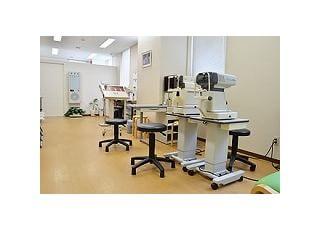 検査室:各種検査を受けていただくスペースです。目に優しい観葉植物を置いておりますので、リラックスしながら検査を受けていただけます。