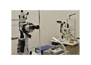 眼科検査顕微鏡:目の詳細な検査を行います。
