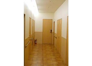 通路:診療室内の通路です。いつも清潔を保っています。