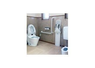 多機能トイレバリアフリーに配慮したトイレです。お子さま専用のトイレもございます。