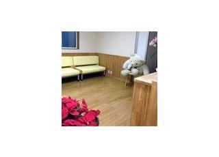 待合室1待合室です。大きい熊さんのぬいぐるみが座っていますよー。
