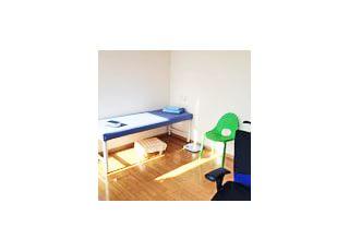 診療室診療中の不安や緊張を和らげるために明るくシンプルな作りにしております。