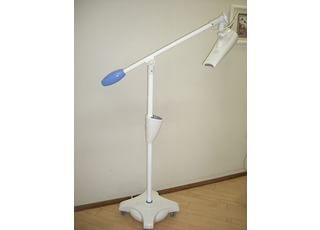 ホワイトニング照射器:こちらを使ってホワイトニングをします。