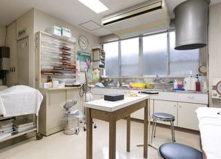 注射や採血などをする処置室です。