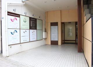 当院が入るビルの1階入り口です。