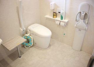 トイレは広々としており、常に清潔を保っています。