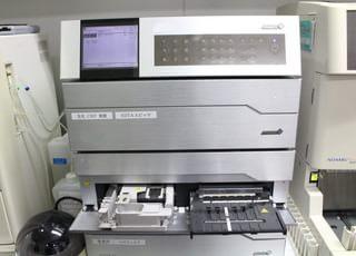乾式臨床化学分析装置で血液検査を行います