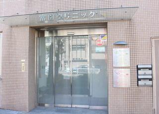 入り口です。当クリニックは3階にあります。