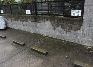 2台分の専用駐車場をご用意しています。乗り降りは入口前のロータリーでできます