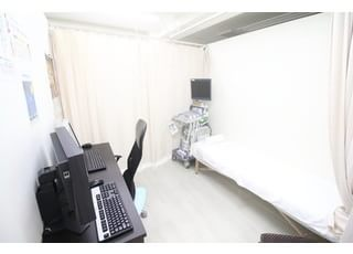 赤坂一ツ木通りクリニック 赤坂見附駅 診療室です。些細なことでもご相談ください。の写真