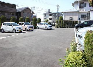 駐車場がありますのでお車でもお越しいただけます。