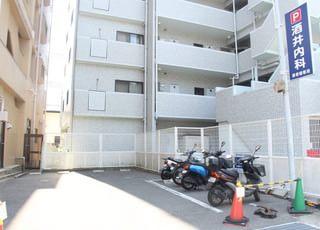 当院の駐車場です。バイク用の駐輪場もございます