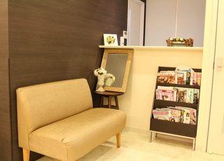 花園医院 新宿御苑前駅 点滴を受ける方は2階の待合室をご利用いただきます。の写真