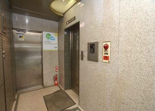 こちらのエレベーターからお越しください。