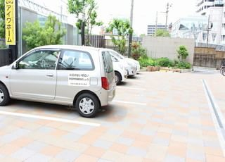 駐車場が備えてあるのでお車でお越しいただけます。