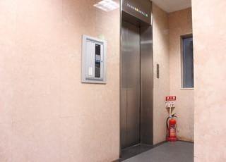 こちらのエレベーターをご利用ください