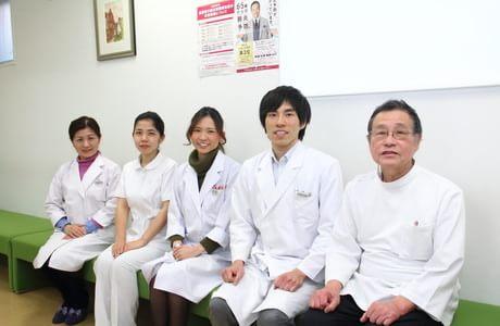 久保田クリニック右から院長、副院長、スタッフの皆さん