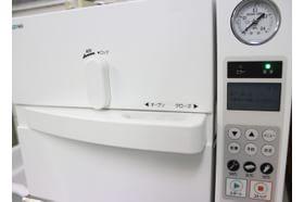 つぢ肛門科 天王寺駅 手術器具は高圧の蒸気で滅菌しております。の写真
