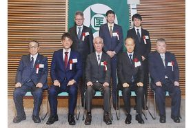 医療法人社団ヨシマツ小児科 尼崎駅(JR) 地域貢献のため開業後、学校医を永く務め表彰されました。の写真