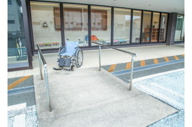小島医院 助信駅の写真