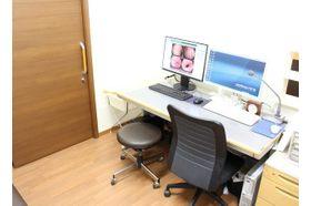橋本消化器内科クリニック 上大岡駅 診察室です。ここで患者さまのお悩みをお聞かせいただきます。の写真