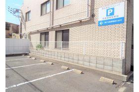 整形外科 高松厚生クリニック 瓦町駅 お車でお越しの方は専用駐車場をご利用ください。の写真