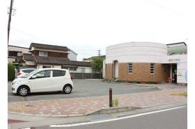 冨田小児科医院 甘木駅 20台分の駐車場もご用意しています。の写真