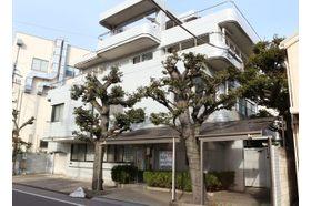 加藤内科小児科医院 武蔵新田駅 駅から近く駐車場は5台分のスペースがありますの写真