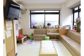 加藤内科小児科医院 武蔵新田駅 待合室は広く、テレビもご用意していますの写真