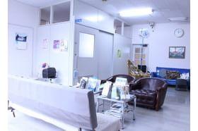 目黒クリニック 京成成田駅 24時間のネット受け付けや電子カルテなど患者さまの待ち時間を短縮できるように工夫しています。の写真